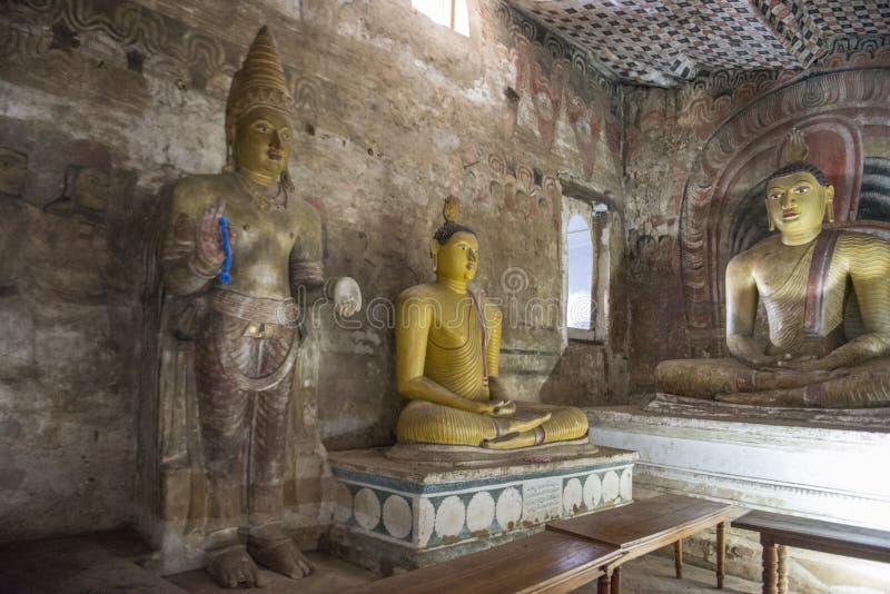 Μέσα στο ναό βράχου σε Dambulla στοκ εικόνα με δικαίωμα ελεύθερης χρήσης