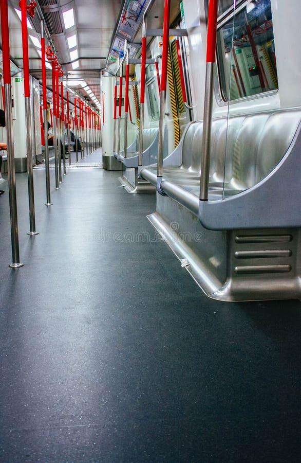 Μέσα στο υπόγειο μετρό στοκ εικόνες με δικαίωμα ελεύθερης χρήσης