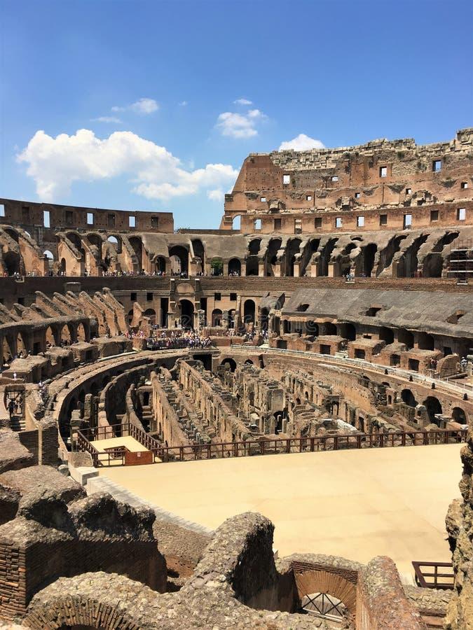Μέσα στο Colosseum στοκ εικόνα με δικαίωμα ελεύθερης χρήσης