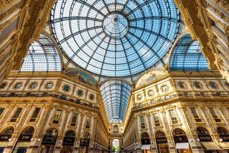 Μέσα στο Galleria Vittorio Emanuele ΙΙ στο Μιλάνο στοκ φωτογραφίες με δικαίωμα ελεύθερης χρήσης