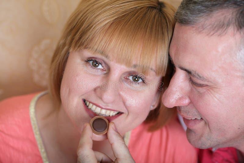 Μέσης ηλικίας ζεύγος στοκ εικόνα με δικαίωμα ελεύθερης χρήσης