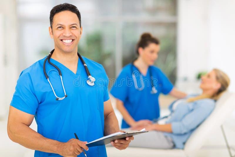Μέσος ιατρικός επαγγελματίας ηλικίας στοκ εικόνες με δικαίωμα ελεύθερης χρήσης