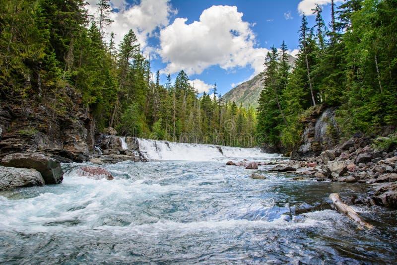 Μέσος Flathead ποταμός δικράνων στο εθνικό πάρκο παγετώνων, Μοντάνα στοκ φωτογραφία