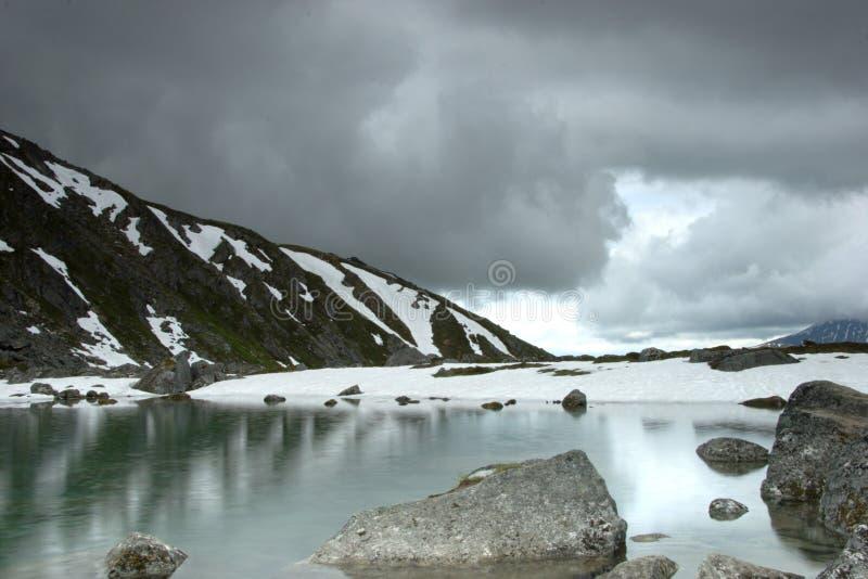 μέσο καλοκαίρι χιονιού στοκ φωτογραφία