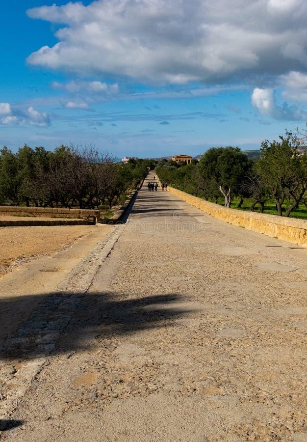 Μέσω των ιερών οστών στην κοιλάδα των ναών, Agrigento, Σικελία στοκ φωτογραφίες με δικαίωμα ελεύθερης χρήσης