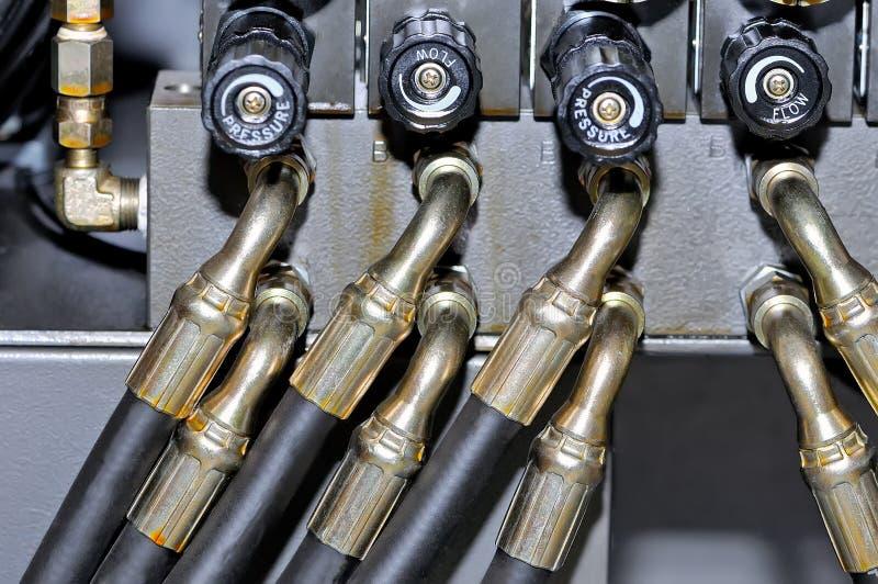 Μέταλλο και λαστιχένιοι σωλήνας της υψηλής πίεσης στοκ φωτογραφία με δικαίωμα ελεύθερης χρήσης