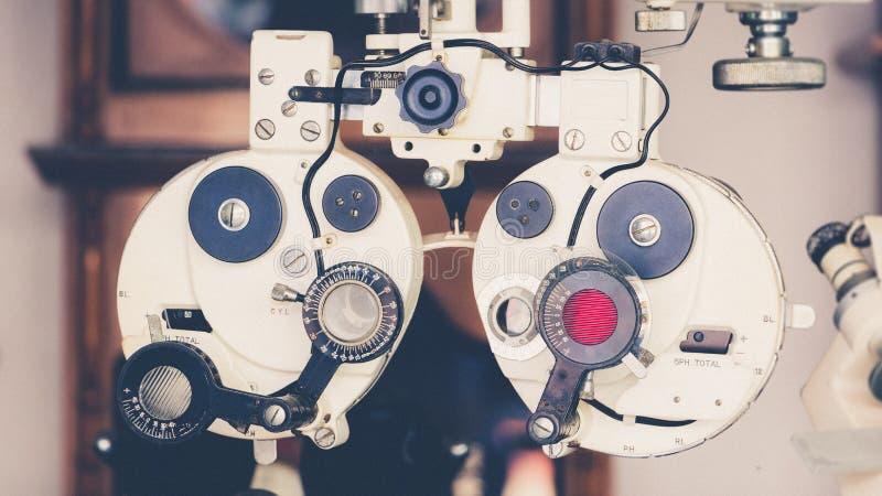 Μέτρηση μηχανών δοκιμής οράματος θέας ματιών με την εκλεκτής ποιότητας και αναδρομική επίδραση φωτογραφιών στοκ φωτογραφίες με δικαίωμα ελεύθερης χρήσης