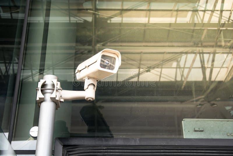 Μέτωπο κάμερων ασφαλείας CCTV του σύγχρονου κτηρίου στοκ εικόνες