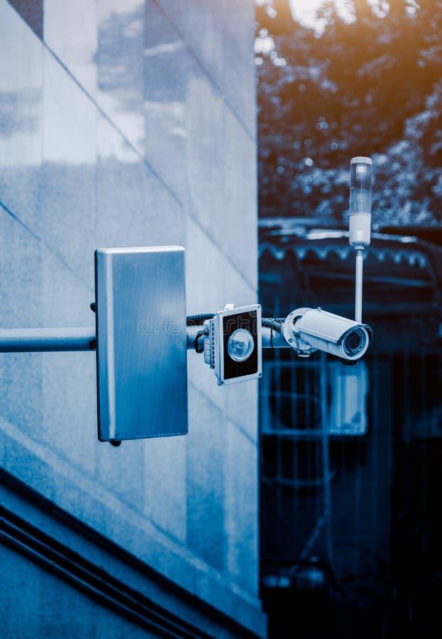 Μέτωπο κάμερων ασφαλείας CCTV ενός κτηρίου στοκ εικόνες με δικαίωμα ελεύθερης χρήσης
