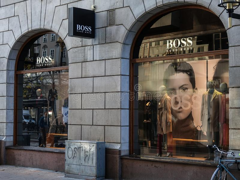 Μέτωπο καταστημάτων της Hugo Boss Γερμανικό σπίτι μόδας πολυτέλειας στοκ φωτογραφία