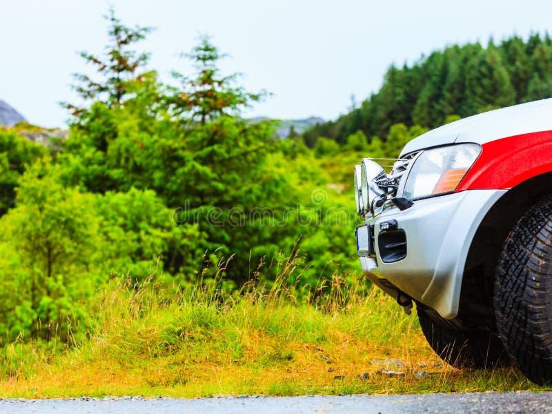 Μέτωπο του αυτοκινήτου και της πράσινης φύσης στοκ εικόνες με δικαίωμα ελεύθερης χρήσης