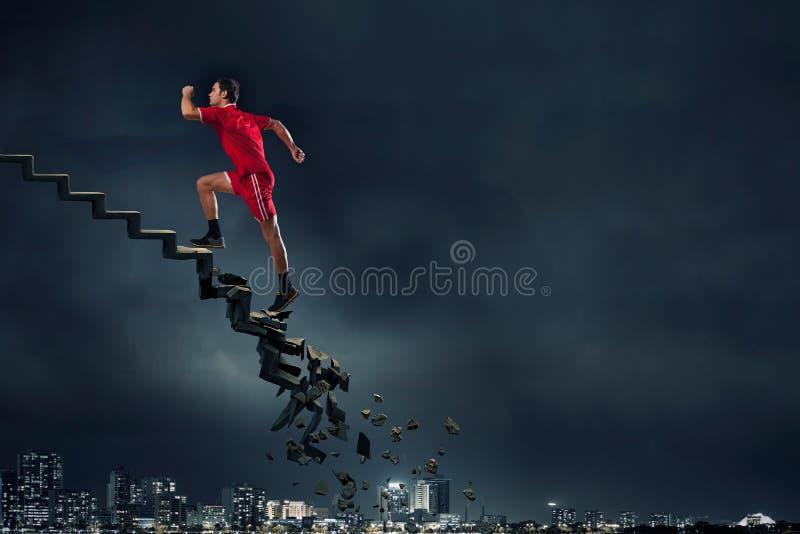 Μέχρι την κορυφή που υπερνικά τις προκλήσεις στοκ εικόνες με δικαίωμα ελεύθερης χρήσης