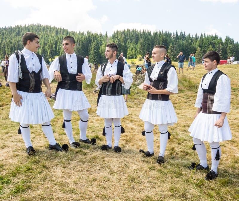 Μέλη του ελληνικού συνόλου χορού στο φεστιβάλ Rozhen 2015 στη Βουλγαρία στοκ φωτογραφίες με δικαίωμα ελεύθερης χρήσης
