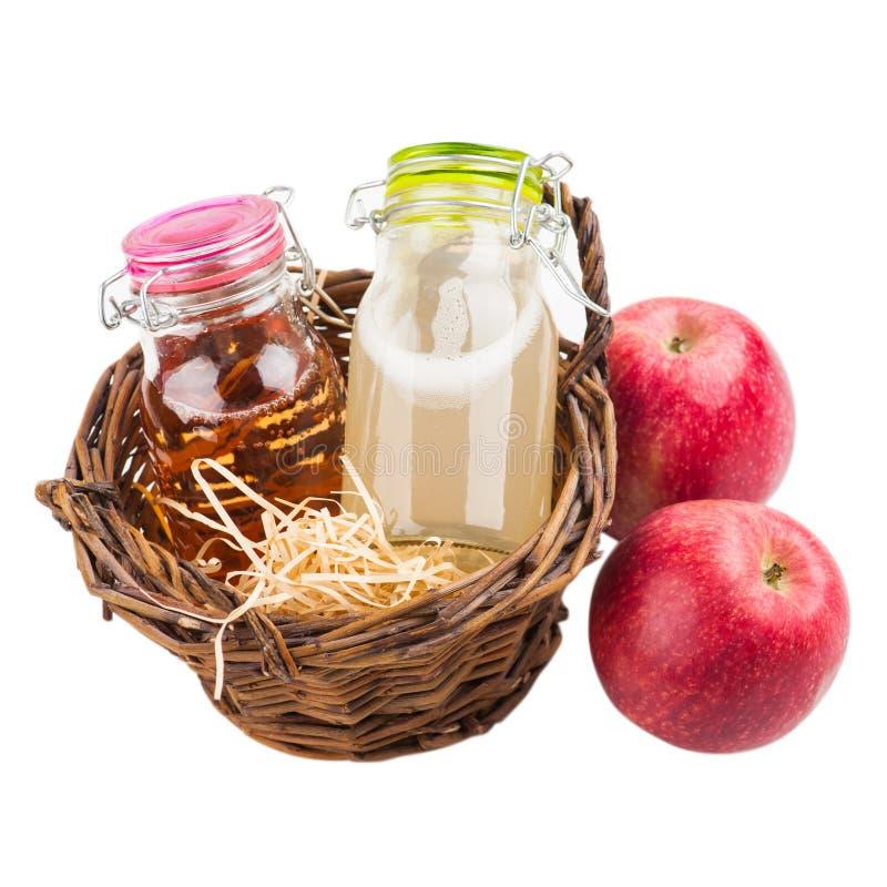 Μήλα και φθινοπωρινό ντεκόρ στοκ εικόνα