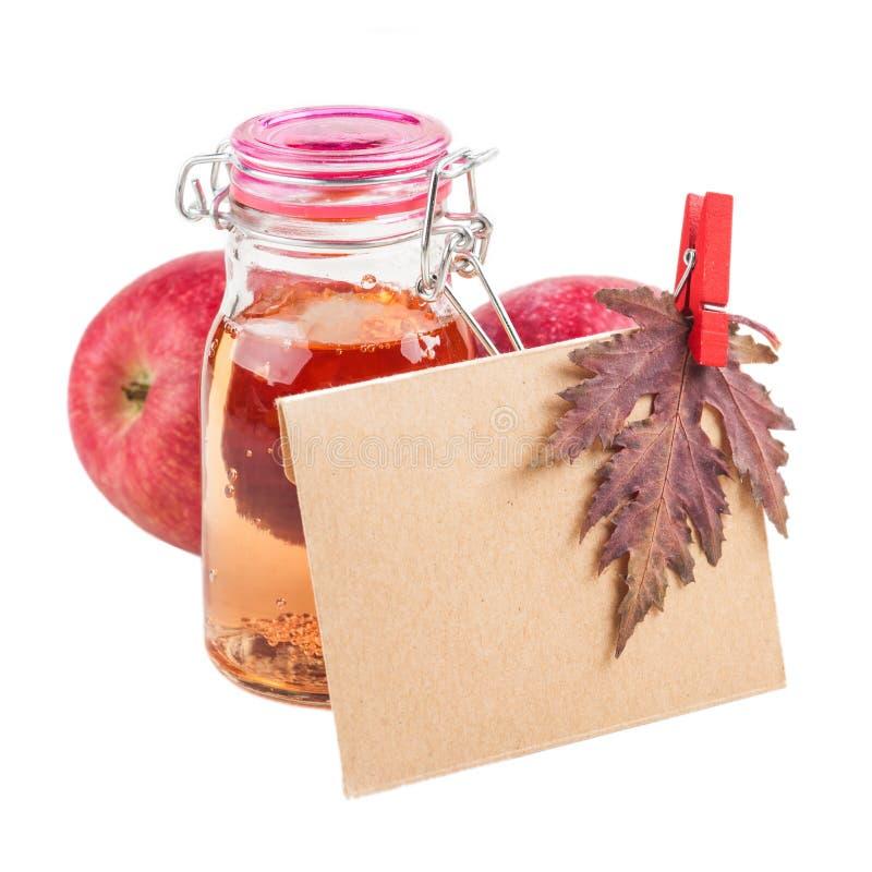 Μήλα και φθινοπωρινό ντεκόρ στοκ φωτογραφία με δικαίωμα ελεύθερης χρήσης