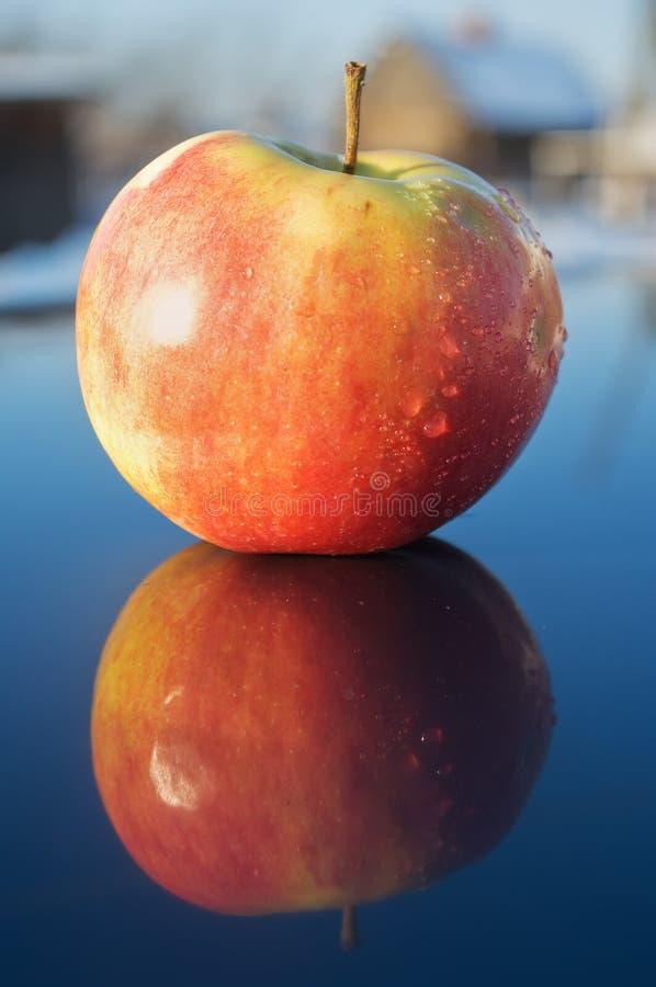Download μήλο στοκ εικόνες. εικόνα από επιφάνεια, καρπός, αντανάκλαση - 13189558