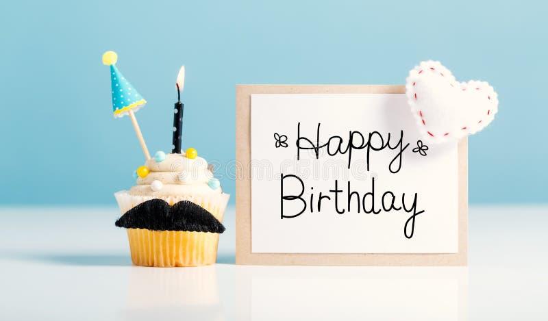 Μήνυμα γενεθλίων με ένα cupcake στοκ εικόνες με δικαίωμα ελεύθερης χρήσης