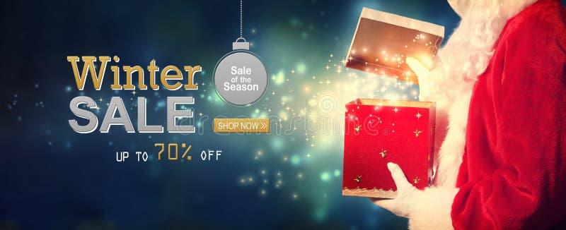 Μήνυμα χειμερινής πώλησης με Santa που ανοίγει ένα κιβώτιο δώρων διανυσματική απεικόνιση
