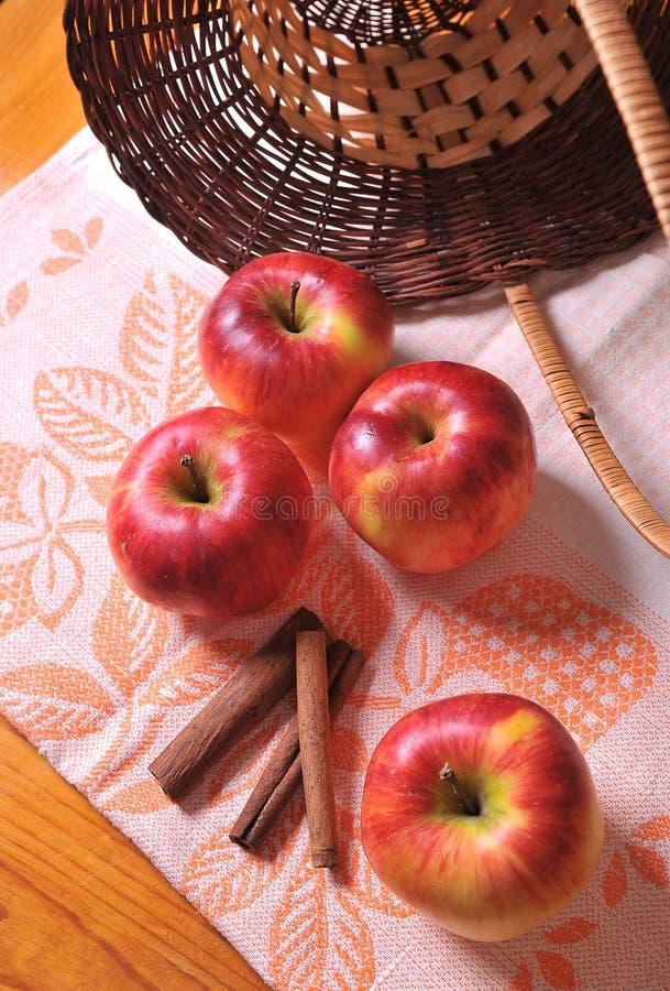Μήλο με την κανέλα στοκ φωτογραφία με δικαίωμα ελεύθερης χρήσης