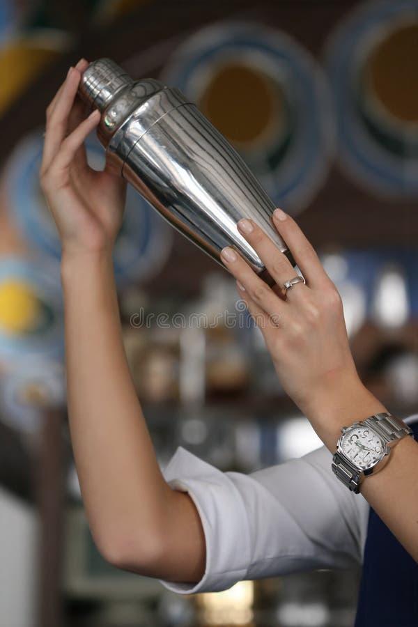 Download μίγμα ποτών στοκ εικόνες. εικόνα από γυαλί, δάχτυλο, taproom - 2226134