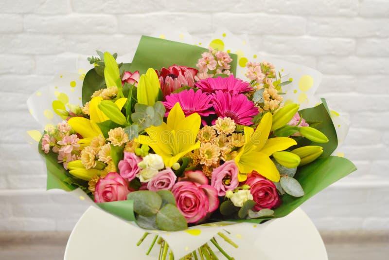 Μίγμα της ανθοδέσμης θερινών λουλουδιών για το γάμο στοκ φωτογραφίες με δικαίωμα ελεύθερης χρήσης