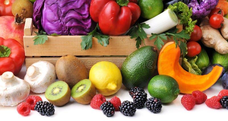 Μίγμα των φρέσκων λαχανικών, του μούρου και των φρούτων στοκ εικόνες