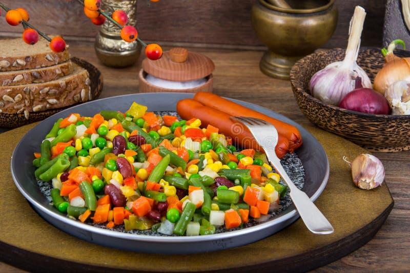 Μίγμα των ψημένων λαχανικών στο τηγάνι στοκ φωτογραφίες