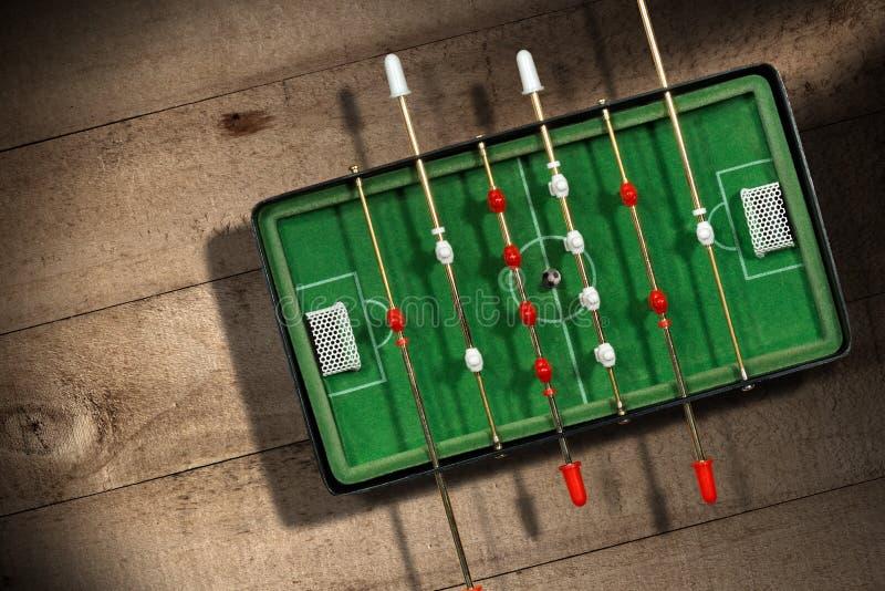 Μίνι επιτραπέζιο ποδοσφαιρικό παιχνίδι με τη σφαίρα ποδοσφαίρου στοκ εικόνες