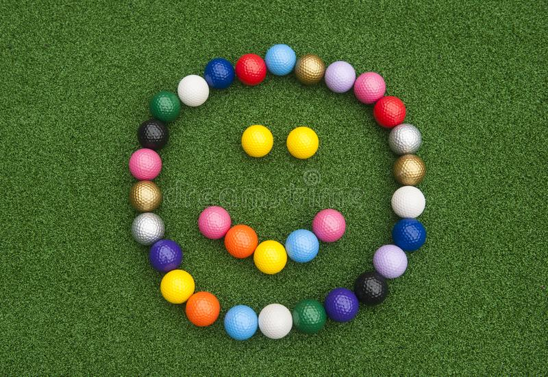 Μίνι ευτυχές πρόσωπο σφαιρών γκολφ στοκ φωτογραφία με δικαίωμα ελεύθερης χρήσης