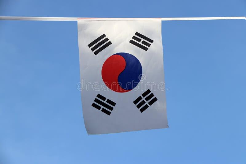 Μίνι σημαία ραγών υφάσματος της Νότιας Κορέας, ένα άσπρο ορθογώνιο υπόβαθρο, ενός κόκκινου και μπλε Taeguk, που συμβολίζει την ισ στοκ εικόνα με δικαίωμα ελεύθερης χρήσης