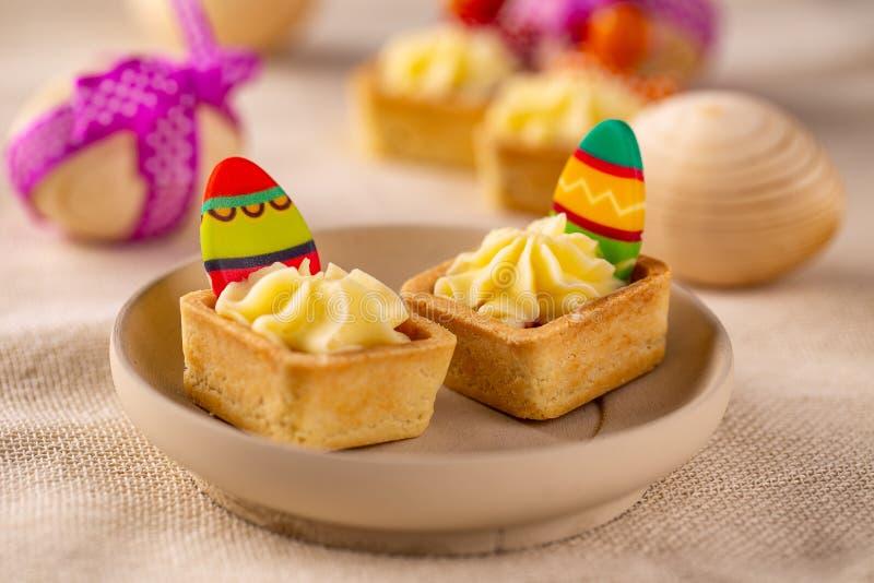 Μίνι tartlets με την κρέμα τυριών στοκ εικόνες
