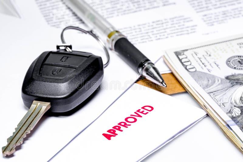 Μίσθωμα αυτοκινήτων ή δάνειο αυτοκινήτων εγκεκριμένο στοκ εικόνες με δικαίωμα ελεύθερης χρήσης