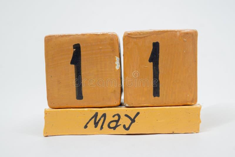 11 Μαΐου Ημέρα 11 του μήνα, χειροποίητο ξύλινο ημερολόγιο που απομονώνεται στο άσπρο υπόβαθρο μήνας άνοιξη, ημέρα της έννοιας έτο στοκ φωτογραφίες με δικαίωμα ελεύθερης χρήσης