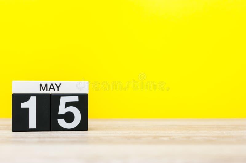 15 Μαΐου Η ημέρα 15 μπορεί μήνας, ημερολόγιο στο κίτρινο υπόβαθρο Χρόνος άνοιξη, κενό διάστημα για το κείμενο στοκ εικόνα με δικαίωμα ελεύθερης χρήσης