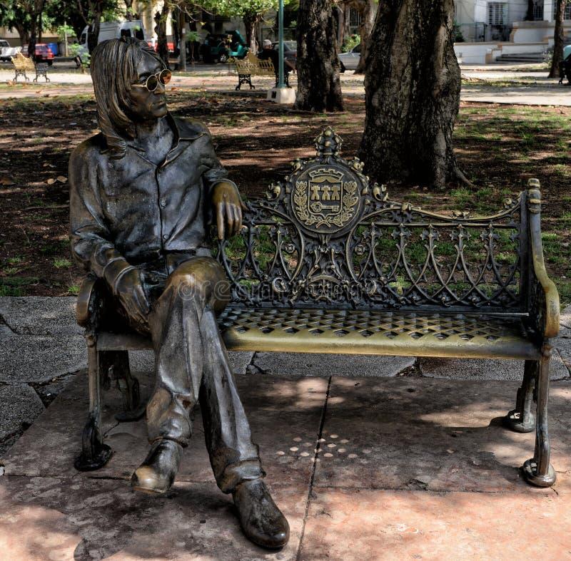 2 Μαΐου 2017 ο John lennon στο χαλκό σε ένα πάρκο της Αβάνας, εκδοτικό στοκ εικόνα