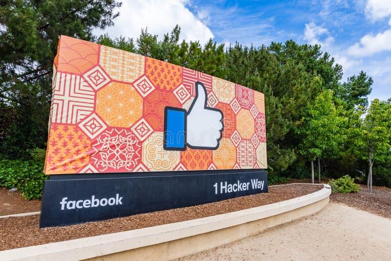 26 Μαΐου 2019 πάρκο Menlo/ασβέστιο/ΗΠΑ - το Facebook όπως το σημάδι κουμπιών που βρίσκεται στην είσοδο στην κύρια έδρα της επιχεί στοκ εικόνες