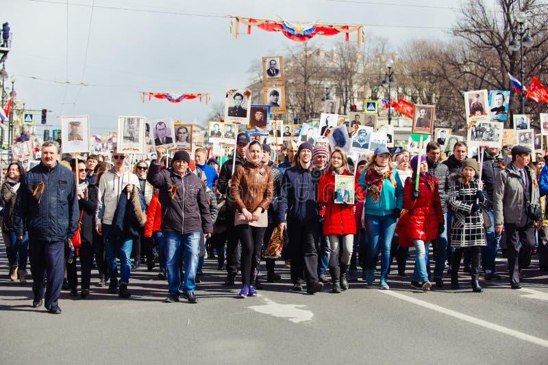 9 Μαΐου 2017, προοπτική Nevsky, Αγία Πετρούπολη, Ρωσία Μπορέστε 9 διακοπές, σημάδια της δράσης του αθάνατου συντάγματος, ένα πλήθ στοκ φωτογραφίες με δικαίωμα ελεύθερης χρήσης