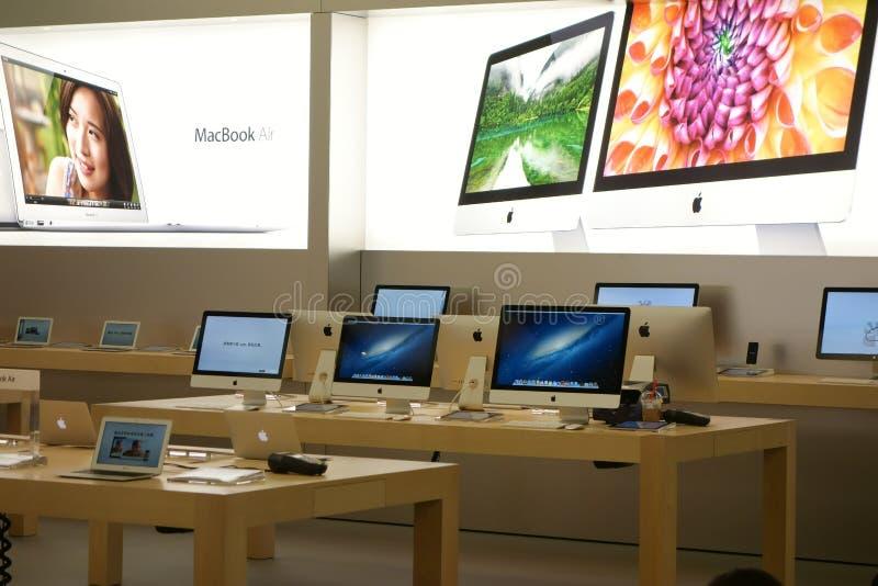 Μαγαζί λιανικής πώλησης της Apple στο εσωτερικό Chengdu στοκ εικόνα με δικαίωμα ελεύθερης χρήσης