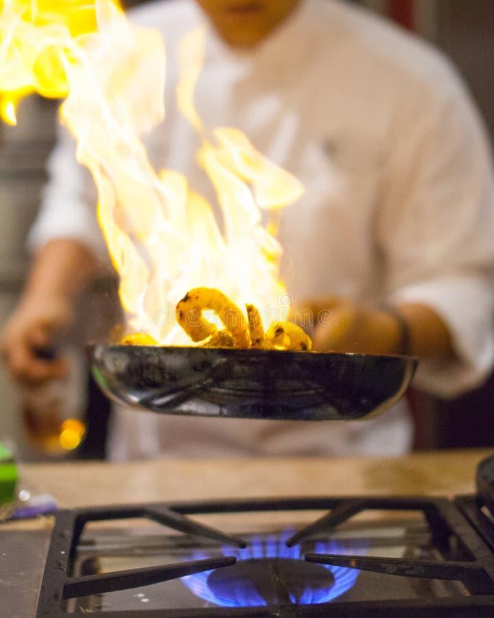 Μαγείρεμα αρχιμαγείρων στοκ εικόνα με δικαίωμα ελεύθερης χρήσης
