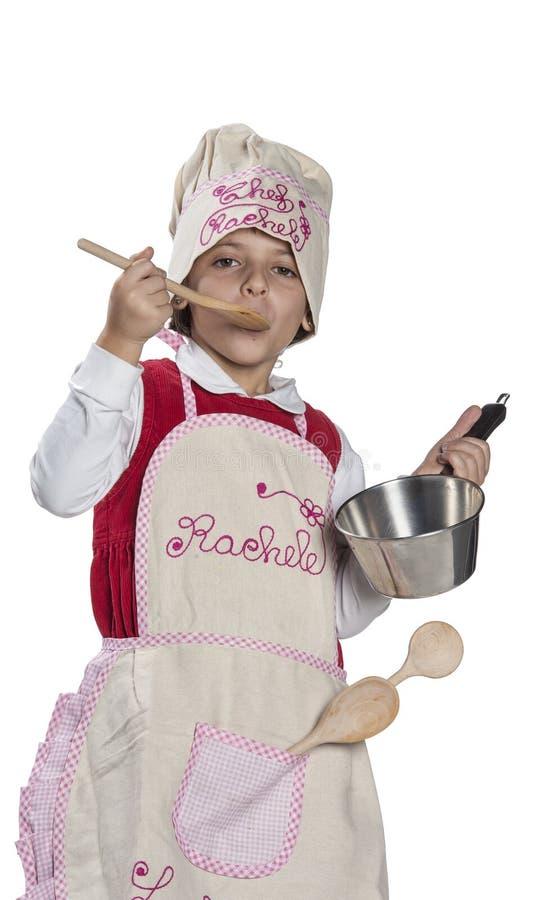 Μαγείρεμα μικρών κοριτσιών στοκ φωτογραφία