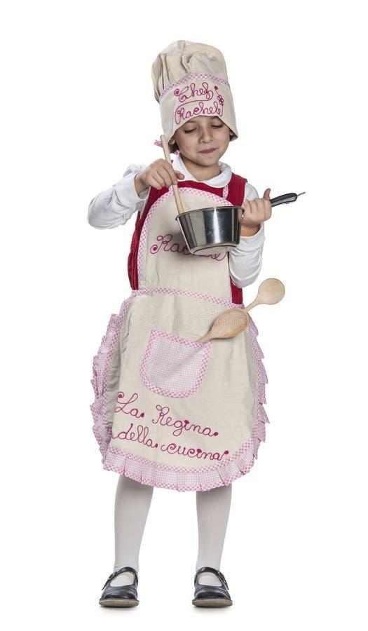 Μαγείρεμα μικρών κοριτσιών στοκ εικόνες