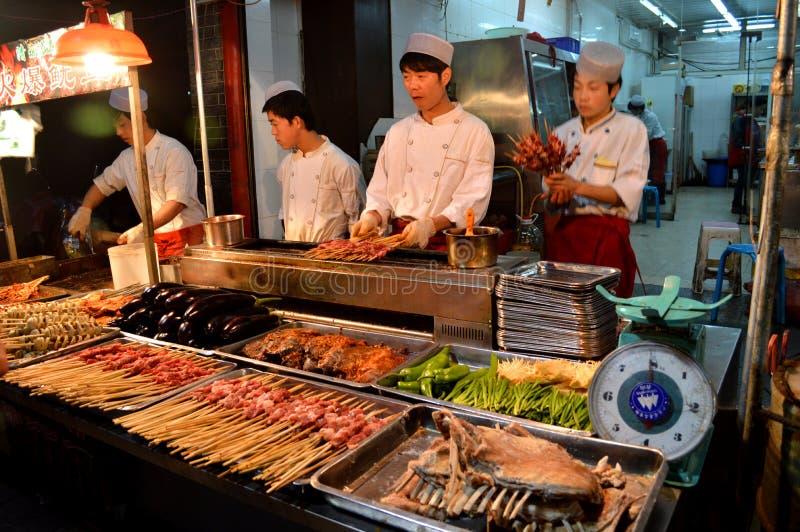 Μαγείρεμα σε ένα εστιατόριο στοκ εικόνα με δικαίωμα ελεύθερης χρήσης