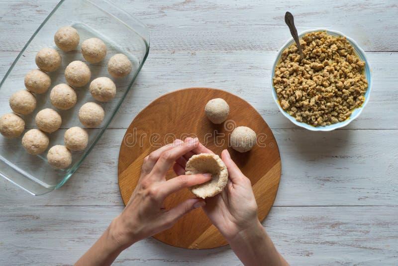 Μαγείρεμα του αραβικού ορεκτικού Kibbeh κρέατος στοκ φωτογραφίες με δικαίωμα ελεύθερης χρήσης