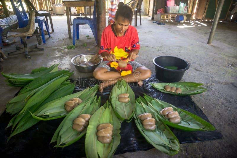 Μαγείρεμα του παραδοσιακού πιάτου του PNG στοκ εικόνες