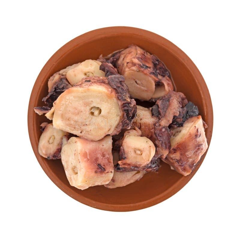 Μαγειρευμένο χταπόδι στο μικρό κύπελλο με τη σάλτσα σκόρδου στοκ εικόνα με δικαίωμα ελεύθερης χρήσης