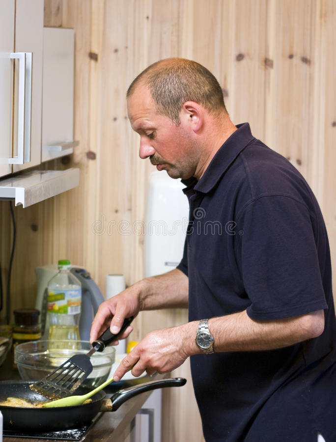 μαγειρεύοντας άτομο στοκ φωτογραφίες