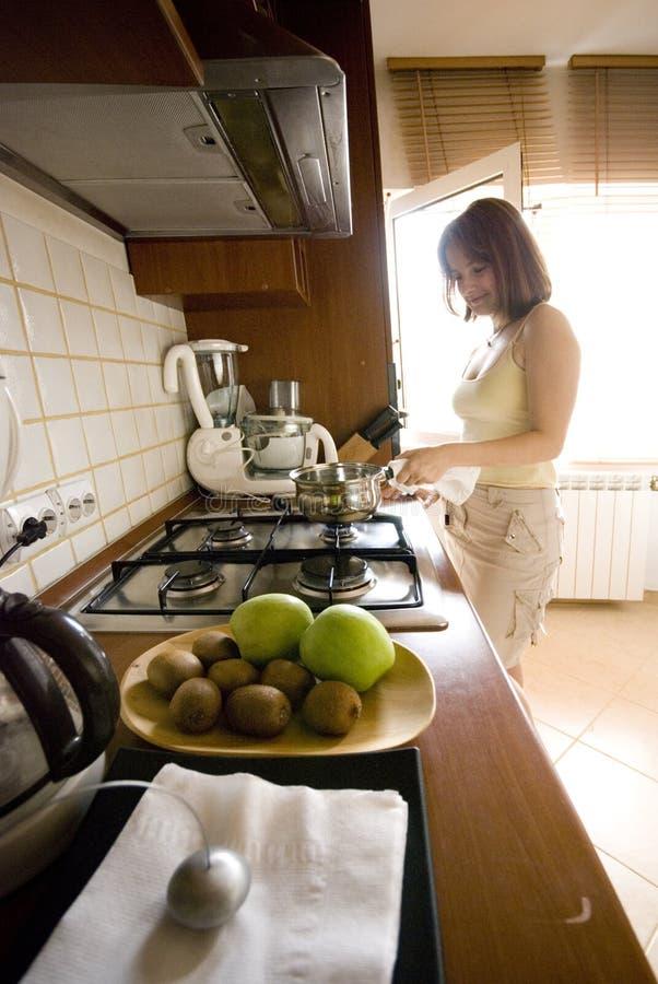μαγειρεύοντας γυναίκα