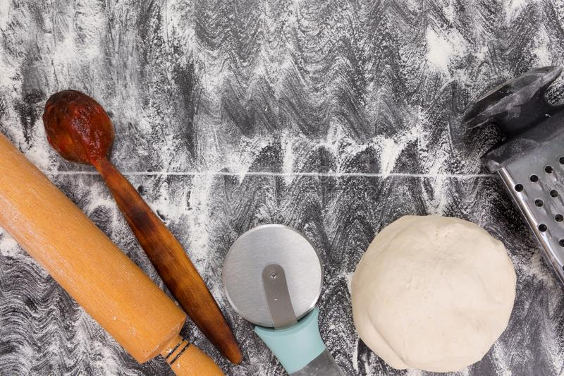Μαγειρεύοντας εργαλεία για την πίτα ή την πίτσα στοκ εικόνες με δικαίωμα ελεύθερης χρήσης