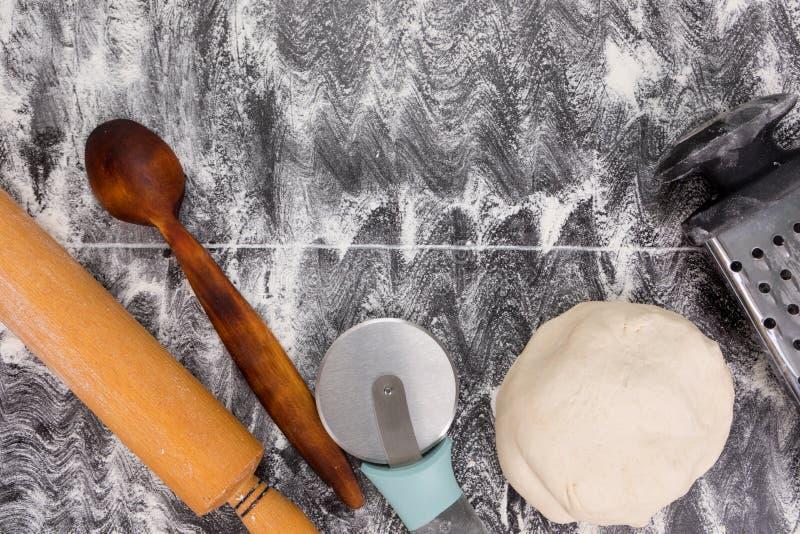 Μαγειρεύοντας εργαλεία για την πίτα ή την πίτσα στοκ φωτογραφία με δικαίωμα ελεύθερης χρήσης