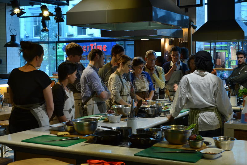 Μαγειρεύοντας εστιατόριο Λονδίνο του Jamie Oliver κατηγορίας στοκ φωτογραφίες με δικαίωμα ελεύθερης χρήσης